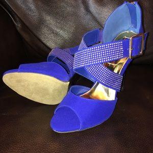 Stunning Sexy Stilettos in a Gorgeous Blue 😍